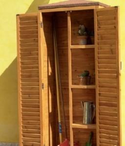 armadio in legno per gli esterni